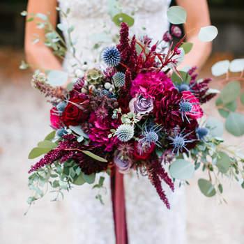 Bouquet de mariée fleurs bordeau Josh Elliott Photography