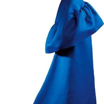 Robe longue bleue roi Balenciaga. Photo : Balenciaga