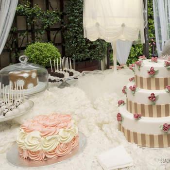 Los dulces son muy importantes en una boda. En Belle Day no perdieron la oportunidad de mostrar algunos ejemplos de tartas y pasteles convertidas en obras de arte. Foto: Belle Day. http://belleday.com/es/