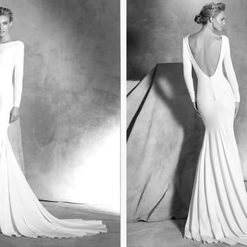 Einfaches Brautkleid im Meerjungfrauen-Stil aus  Crepe. Dieses langärmelige Design macht Knöpfe zum besonderen Detail.