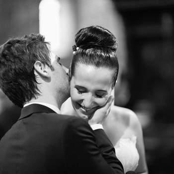 «Aconteceu logo a seguir à troca de votos, talvez o compromisso mais importante das suas vidas... e esta foi a sua primeira reacção... através de um simples gesto, conseguiram transmitir tudo aquilo que reflecte a promessa feita momentos antes: Felicidade, Cumplicidade, Tranquilidade, Companheirismo, Respeito mas acima de tudo um Amor imenso... Foi um momento deles, muito intimo, muito discreto... talvez por isso não posso deixar de me sentir um felizardo por o ter conseguido imortalizar.»  brancoprata.com