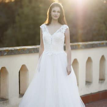 La Vie En Blanc Atelier: come nelle favole, un modello classico, elegante e romantico da far sognare.