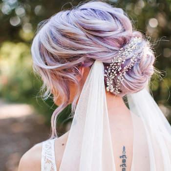 Penteado para noiva com coque baixo   Credits: Josh Elliott Photography