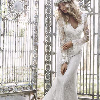 """Perfecto bodas campestres o una boda por la iglesia, este romántico, vestido de habla a la novia de espíritu libre inspirado en la naturaleza. Con mangas largas, y acentuado con adornos florales en tres dimensiones y cristales de Swarovski. Acabado con cremallera trasera de cierre.  <a href=""""http://www.maggiesottero.com/dress.aspx?style=5HS158"""" target=""""_blank"""">Maggie Sottero Spring 2015</a>"""