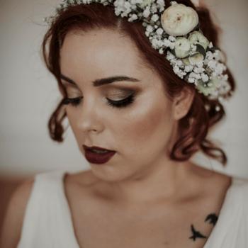 Ideias de Veludo. | Fotografia: Espaço Branco. Vestido de noiva: Gio Rodrigues