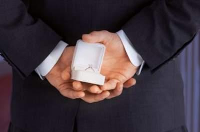 Tut er es oder tut er es nicht – Wie Sie erste Zeichen erkennen, ob ER einen Heiratsantrag plant
