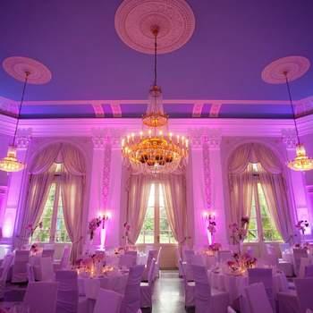 La Redoute: Hochzeiten finden in der LA REDOUTE den idealen Rahmen für den schönsten Tag - von der Trauung in einem der Salons bis hin zur Feier in den festlich dekorierten Sälen. Neben dem festlichen Dinner oder der rauschenden Party ist es als besonderes Highlight möglich, sich im außergewöhnlichen Ambiente der Salons und Säle trauen zu lassen.