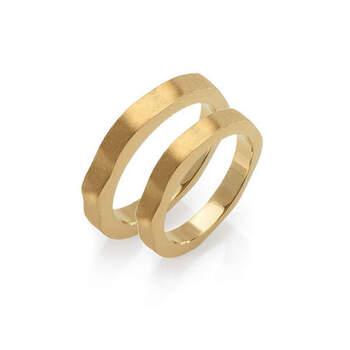 MATER jewellery tales - alianças em ouro. Preços entre os 900€ e os 1.000€ (Porto)