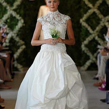Ravissante robe de mariée. Dentelle et coupe parfaite lui donnent beaucoup d'allure. Photo : Oscar de la Renta