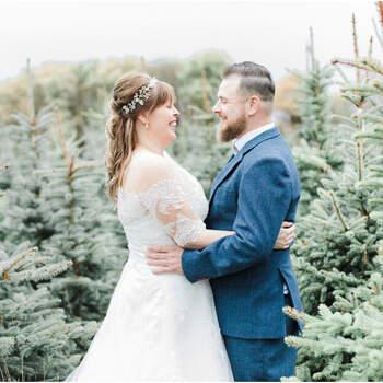 Een wonderlijke winter wedding shoot tussen het dennengroen!   Foto: Robin Polderman Fotografie   Shauni Hartland