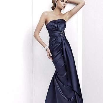 Vestido longo de festa azul escuro. Pronovias.