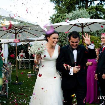 Otra bonita instantánea de una boda al aire libre. Foto: Dani Alda.