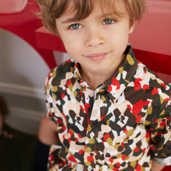 Camisa estampada para niño. Credits: Carolina Herrera