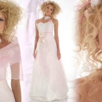 Robe de mariée Elsa Gary 2012, modèle Galante. Légère touche rosée qui donne fraîcheur et romantisme à cette robe. - Source : Elsa Gary