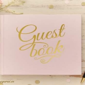 Libro de firmas rosa y dorado. Credits: Vegarai