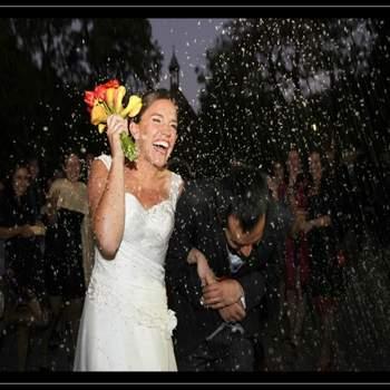 Las fotografías de los novios traen consigo cada vez más novedades. Las ideas originales se toman de a poco los escenarios de las bodas y hoy podemos disfrutar de capturas llenas de vida y encanto, que plasman con gracia los momentos más importantes de estos eventos. Mira esta bella selección del trabajo de Gardner Hamilton, un fotógrafo escocés que hoy maravilla a los novios chilenos. Foto: Gardner Hamilton/ WeddingPhotoChile.com