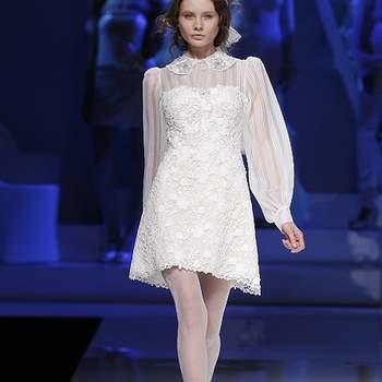 Ultra élégante, cette robe de mariée Yolan Cris 2013 est également très féminine. Photo : Barcelona Bridal Week