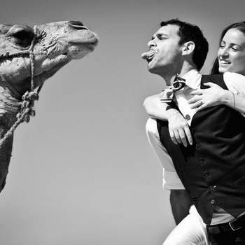 Le mot du photographe : Il s'agit d'une photo réalisé en septembre 2012 à Marrakech au Maroc pendant la séance portrait de notre couple de mariés.   A propos du photographe : je profite de mon expérience dans la photographie de voyage pour couvrir des mariages de culture et religions différentes partout dans le monde.   Si cette photo est selon vous, LA PLUS BELLE PHOTO DE MARIAGE, laissez un commentaire ci-dessous en indiquant le n°26