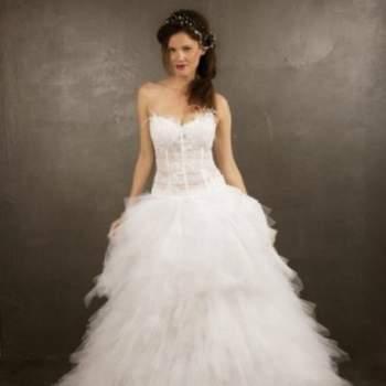 Robe de mariée Fée Clochette, Collection Mon Amour. Vue de face. Crédit photo: Nathalie Elbaz Cleuet