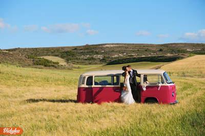 Consigue un reportaje de boda moderno con las espontáneas fotografías de Vidyka.es