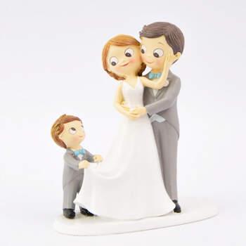 Figura tarta nupcial recién casados con hijo- Compra en The Wedding Shop