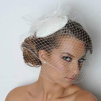 La voilette : le top accessoire pour une coiffure de mariée vintage. - Source : www.maritzasbridal.com