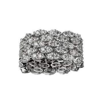 Bague Je le Veux 5 Rangs Bague souple Je le Veux, or blanc, 5 rangs, full pavage diamants 4,20 carats Source : mauboussin.fr