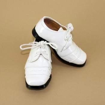 Chaussures de cérémonie Jonathan pour petit garon. Crédit photo: Boutique Magique