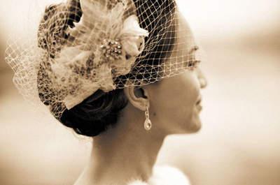 Cásate en invierno y luce uno de estos bonitos complementos de pelo para novia. ¡Olvídate del frío y arrasa!