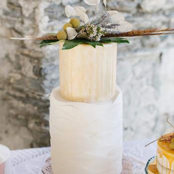 Inspiração para bolos de casamento de 2 andares | Créditos: Irene Fucci