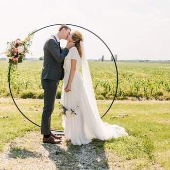 Romantic barn wedding: laat je inspireren door deze rustieke bruiloft op landelijke trouwlocatie | Thamar Esveld Fotografie