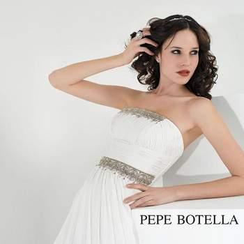 A campanha publicitária Pepe Botella Novias 2013 desvenda o melhor da colecção de vestidos de noiva da responsabilidade de Lucía Botella, que aposta em noivas sofisticadas e sensuais.