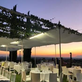 Torre in Pietra Ricevimenti: Suggestive ambientazioni all'aria aperta fino a 220 invitati.