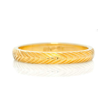 Wheat Sheaf - Symbolizing 'plentifulness' and fertility, the pattern proves particularly symbolic for a bride or groom about to embark on their magical married journey. Meticulous and skilled engraving gives this ring an extra sparkle.