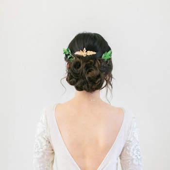 Pentado para noiva com cabelo preso   Foto: Sophie Kawalek Photography