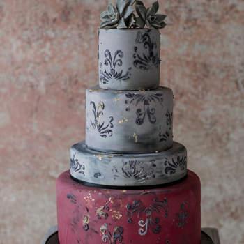 Inspiração para bolos de casamento de andares | Créditos: Lilly Red Creative