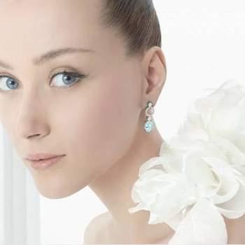 "Ohrringe Rosa Clara, jetzt die blaue Taste für die Braut! Produзгo Fotografica - ""Candy Girls"" - S-magazine - Fotografia: Piteira - Acessуrios: Pinga Amor - Styling: Simplesmente Branco (Pinga Amor, Design Texto COM E bis Wise Hochzeiten)"