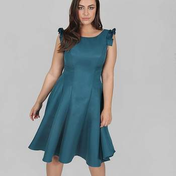 Créditos: Chi Chi London Navy Blue Bardot Midi Dress, Evans