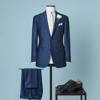 Königsblauer 2-teiliger Hochzeitsanzug mit 2 Knöpfen aus einer Mischung von Wolle und Mohair mit fallendem Revers.