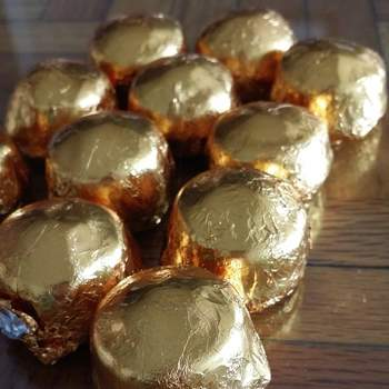 Los chocolates le pondrán un acento delicioso a este gran regalo.