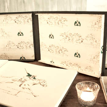 Libro de firmas con ilustraciones. Credits: Silvia Gali