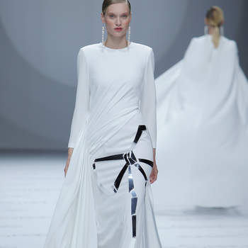 Photo : Isabel Sanchis. Credits: Barcelona Bridal Fashion Week