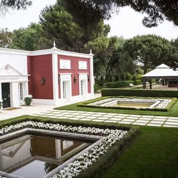 Una finca situada en la entrada de los Montes de El Pardo que os fascinará por su estilo neoclásico y cuidados jardines.