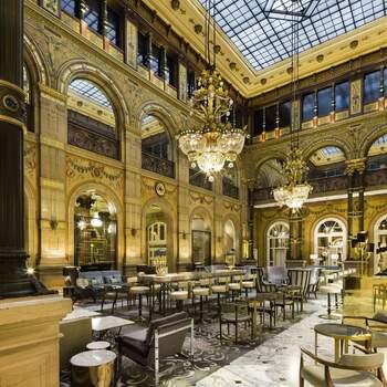 Photo : Hôtel Hilton Paris Opera - Vous avez peut-être bien du mal à l'imaginer tant cela peut vous paraître irréalisable et pourtant vous pourriez bien avoir la chance de vous marier ici. C'est en plein cœur de Paris que cet hôtel 4 étoiles d'exception vous ouvre grand ses portes. N'en doutez pas : modernité, raffinement et courtoisie à la française seront au rendez-vous.
