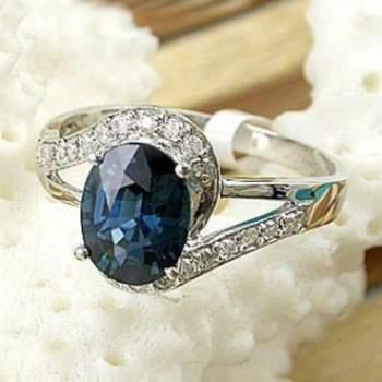 Bague diamants, or 18k, saphir. Magnificience Crédit photo: Bijoux fantaisie online