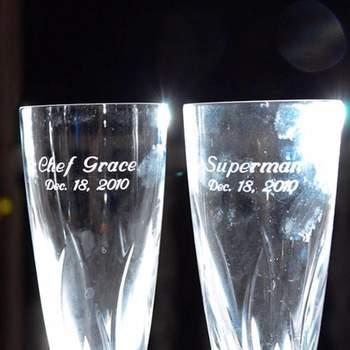 Des coupes de champagne au nom des mariés : grand style ! Un bien bon souvenir. Photo : Alvaro Delgado
