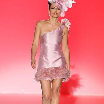 Vestido cóctel de estilo años 20 en color rosa.  Foto: BBW / Cibeles Madrid Novias
