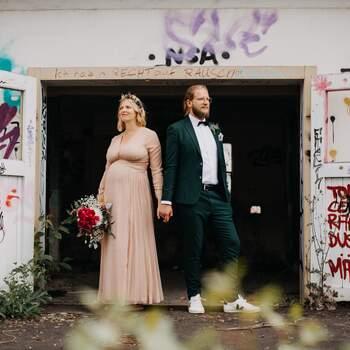 Hochzeitsfotos im verlassenen Industriegelände