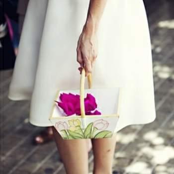 Chaussures peep-toe blanches à noeud prises par attitudefotografia.