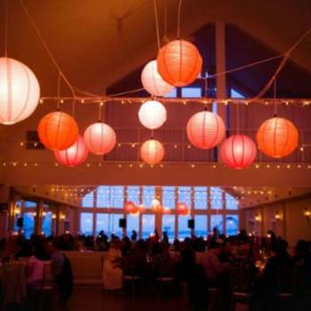 Boules Japonaises de couleur corail - Crédit photo: Mariage Original